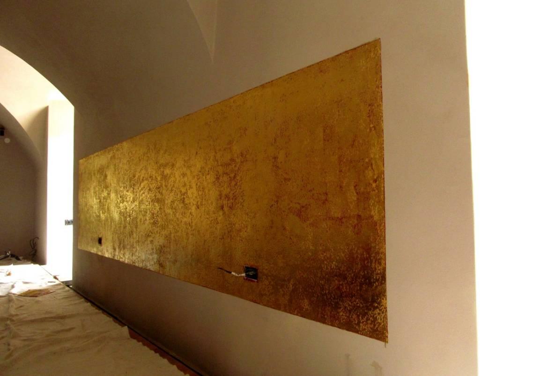 Gilding-Golden-walls-in-the-Restaurant-Prague-01.jpg