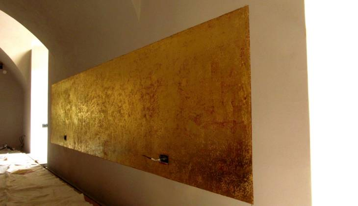 Gilding- Golden walls in the Restaurant, Prague 01